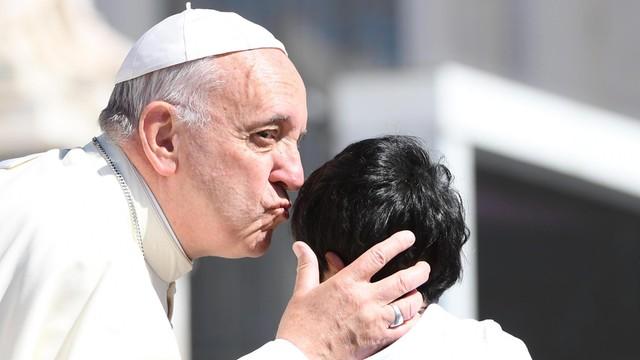 Papież wykluczył możliwość wyświęcania kobiet
