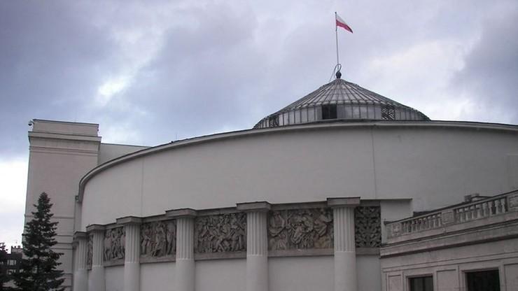 Są zarzuty dla 4 działaczy Obywateli RP. Za wejście na teren Sejmu bez przepustek