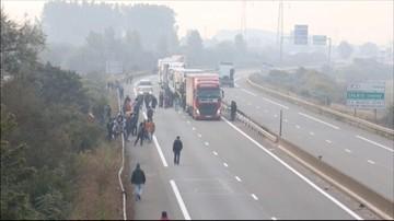 03-10-2015 17:03 Blokada tunelu pod kanałem La Manche. Imigranci próbowali przedrzeć się nim z Francji do Anglii