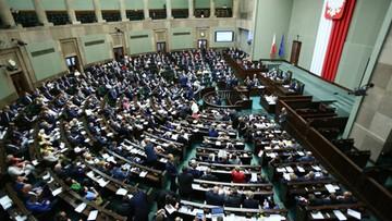 08-07-2016 13:32 Sondaż: 53 proc. Polaków niezadowolonych z demokracji w Polsce