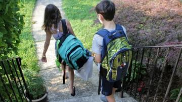 01-09-2016 11:13 Szkolny plecak z zawartością powinien ważyć do 20 proc. wagi dziecka