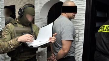 8 osób zatrzymanych w sprawie ułatwiania prostytucji. Akcja policji w 11 miejscach w całej Polsce
