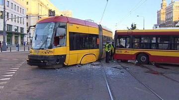 15-06-2017 22:10 Zderzenie autobusu z tramwajem w centrum Warszawy. Trzy osoby ranne