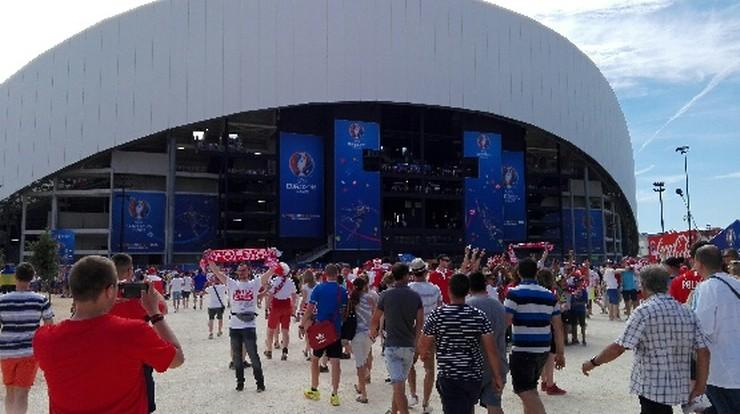 Polacy wchodzą na stadion w Marsylii. Będą trzymać kciuki za awans naszej reprezentacji w Euro 2016!