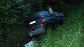 Pościg za kierowcą pod wpływem narkotyków. Auto dachowało, w środku była kobieta w ciąży