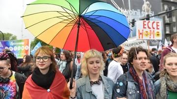 """13-05-2017 19:04 """"Żądamy równości małżeńskiej"""". W Krakowie po raz trzynasty odbył się Marsz Równości"""
