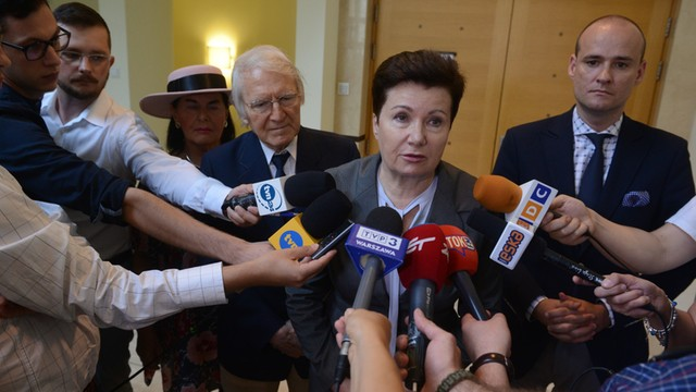 Gronkiewicz-Waltz: decyzja o zwrocie Chmielnej 70 pochopna; zwolnienia urzędników