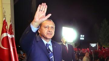 11-08-2016 18:05 Spektakularny wzrost popularności Erdogana po próbie puczu