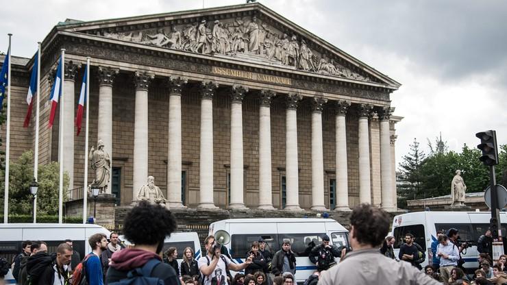 Francuski rząd przetrwał głosowanie nad wotum nieufności