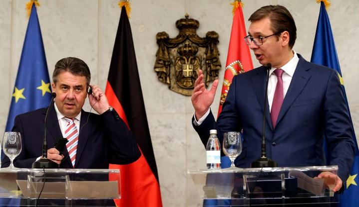 Serbowie protestują przeciw nowemu prezydentowi. Vuczicia popiera niemiecki minister