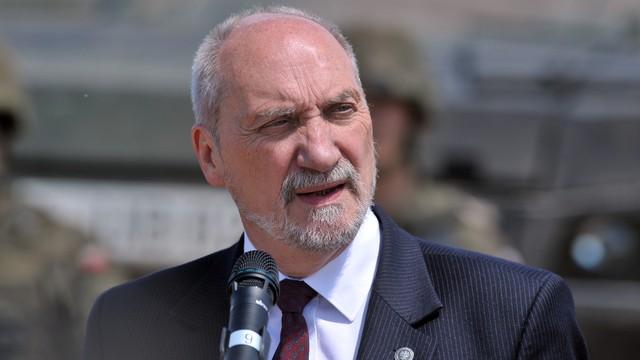 PO chce wyjaśnienia kwestii powiązań szefa MON z amerykańskim lobbystą