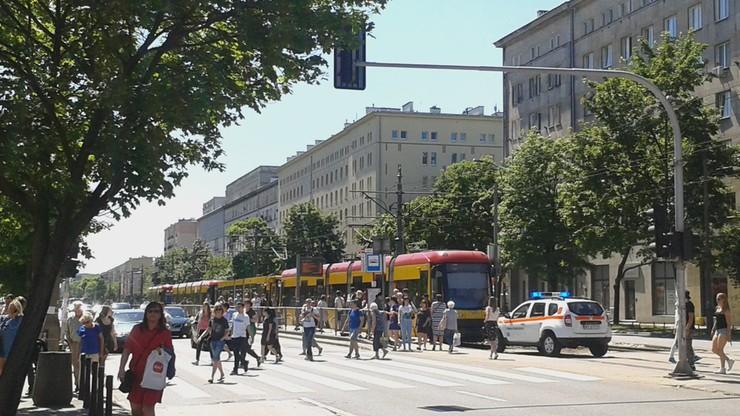 2017-05-28 Awaria tramwaju w Warszawie. Pasażerowie poszli na autobus
