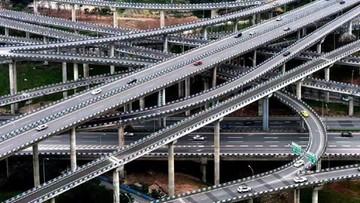 """02-06-2017 09:40 Otwarto najbardziej pogmatwany węzeł drogowy na świecie. """"Naczynie krwionośne miasta"""""""