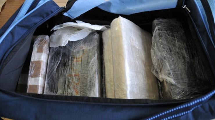 USA: Stewardesa złapana na przemycie narkotyków uciekała boso z lotniska