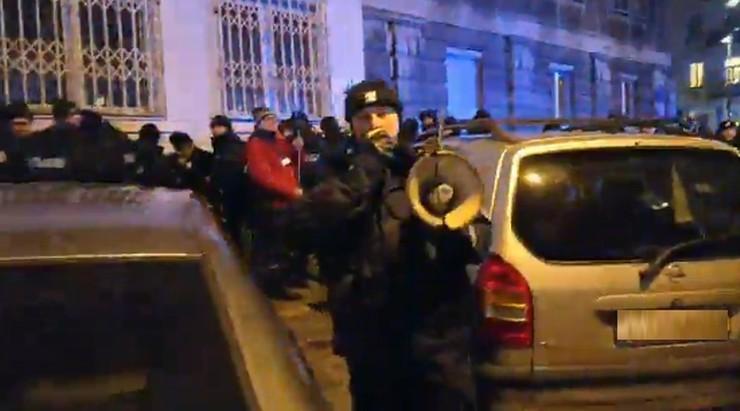 """""""Kocioł policyjny kilkaset osób w środku"""". Policja zatrzymała protest Obywateli RP i Strajku Kobiet"""