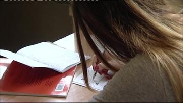 Dramatyczne wyniki zdrowotne polskich nastolatek. Pomóc mają specjalne opaski