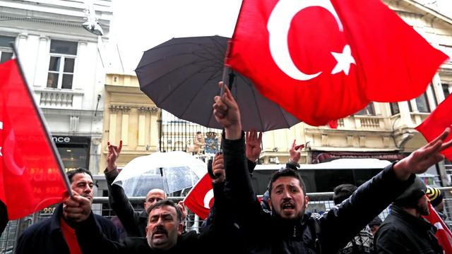 Turcja zawiesiła kontakty z Holandią. Rośnie dyplomatyczne napięcie