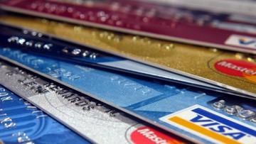 08-07-2016 17:18 Raport: Polacy pokochali zbliżeniowe karty płatnicze