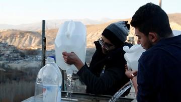 W stolicy Syrii brakuje wody. Mimo rozejmu trwają walki pod Damaszkiem