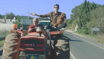 """""""Jedziemy rządzić"""". Włoski raper patronem ustawy o ruchu traktorów"""