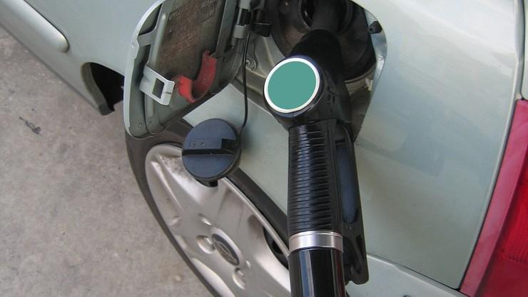 Francja: racjonowanie benzyny w obawie przed protestami w rafineriach
