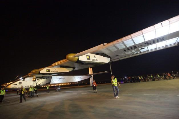 Samolot o napędzie słonecznym kontynuuje lot dookoła świata