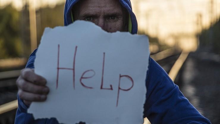 Więcej samobójstw nastolatków. Może mieć to związek z popularnością mediów społecznościowych