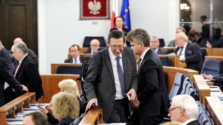 Senat proponuje poprawki dot. statusu członków komisji weryfikacyjnej
