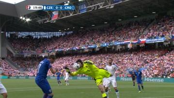 Głowa Cecha... od parady! Kłopoty czeskiego golkipera (WIDEO)