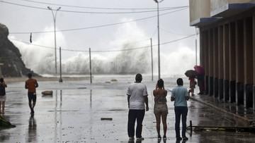 10-09-2017 21:39 Setki domów bez dachów, zalane osiedla i bulwary. Kuba po przejściu Irmy