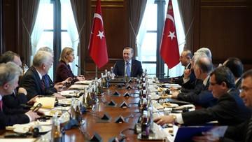 30-01-2016 15:40 Turcja domaga się od UE 5 mld euro na uchodźców