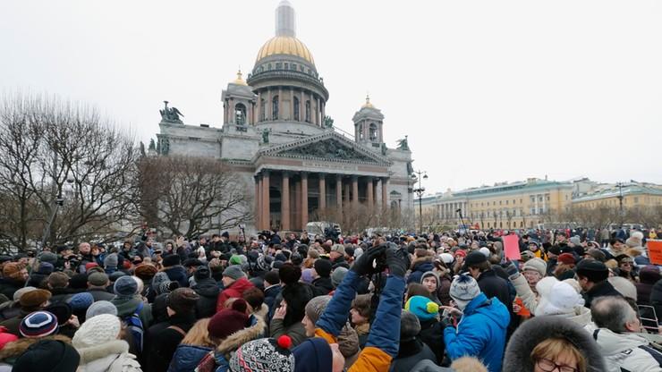 Demonstracje za i przeciw oddaniu Cerkwi soboru św. Izaaka
