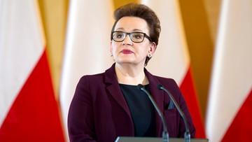 24-08-2017 12:03 Partia Razem i ZNP: nowa podstawa programowa cofa nas do XIX wieku