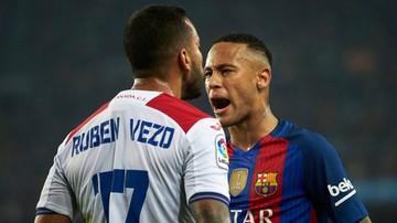 2016-10-31 Neymar zepchnął rywala ze schodów tuż po meczu (WIDEO)
