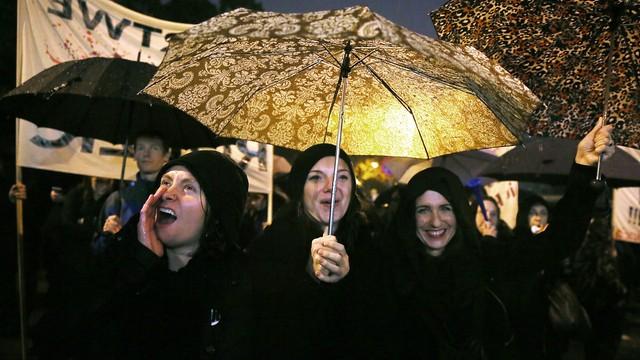 Służby porządkowe: ok. 17 tys. protestujących w stolicy