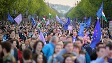 """""""Europa, nie Moskwa!"""". Wielotysięczna demonstracja poparcia dla UE w Budapeszcie"""