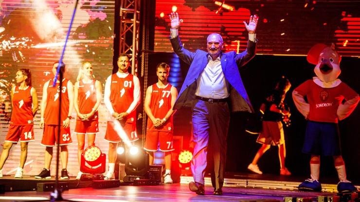 Macierewicz wygwizdany w Atlas Arenie. Przed meczem Gortat Team z Wojskiem Polskim
