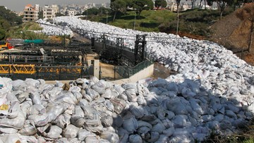 26-02-2016 14:14 Śmieci zalały ulice Bejrutu