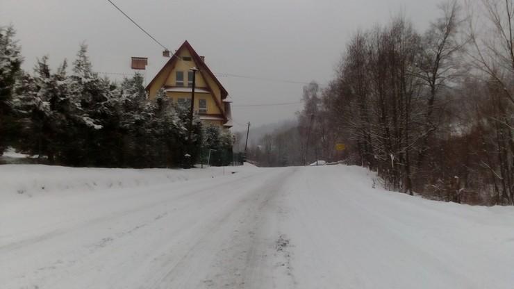 Zima w Stryszawie niedaleko Suchej Beskidzkiej w województwie małopolskim
