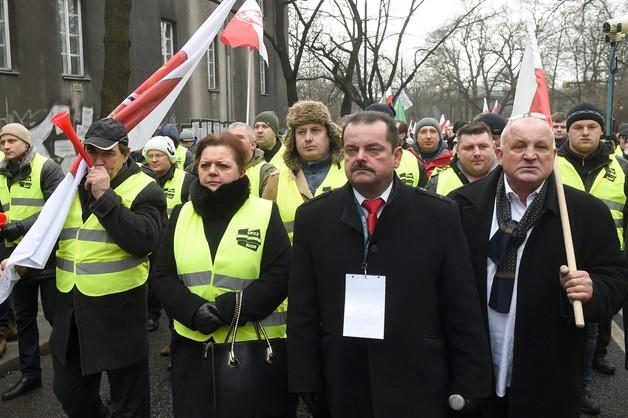 Sprzed Torwaru ruszyła manifestacja rolników z OPZZ