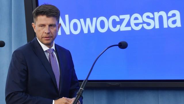 Petru: plan Morawieckiego to pic na wodę