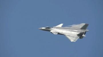 01-11-2016 19:00 Chińczycy zaprezentowali najnowszy myśliwiec piątej generacji. Wzbudza kontrowersje