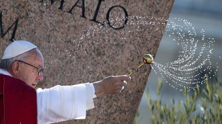 Papież poświęcił palmy wielkanocne na Placu Świętego Piotra w Rzymie