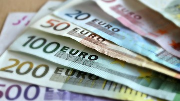 KE dementuje, że chce euro do 2025 r. we wszystkich krajach