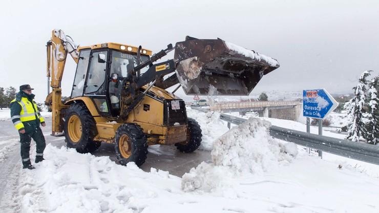 Hiszpania zasypana śniegiem. Na drogach utknęły tysiace ludzi