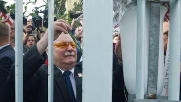 """""""Musimy się jeszcze raz poderwać, by uporządkować sprawy polskie"""". Wałęsa pod Pomnikiem Poległych Stoczniowców"""
