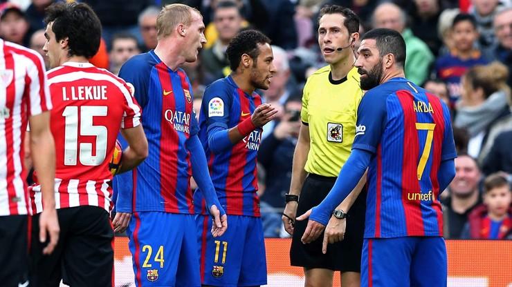 Piłkarz Barcelony zaatakował w samolocie dziennikarza