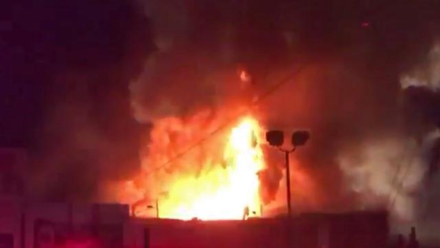 Małopolskie: pożar w Libiążu, pali się zakład produkujący okna