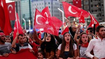 19-07-2016 06:11 Oettinger: nie będzie zniesienia wiz dla obywateli Turcji w tym roku