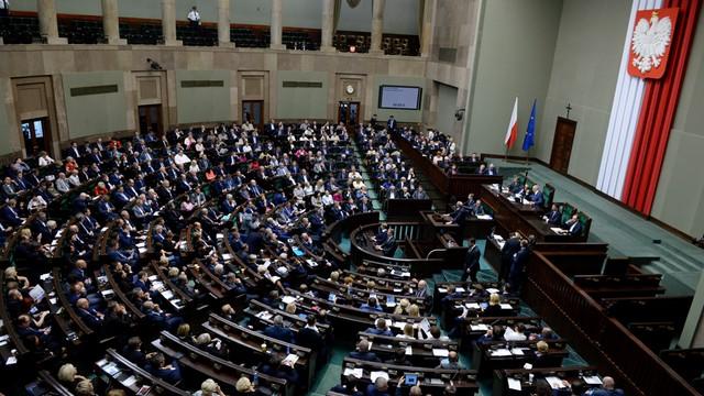 Sondaż: PiS znów na czele, 40 procent poparcia